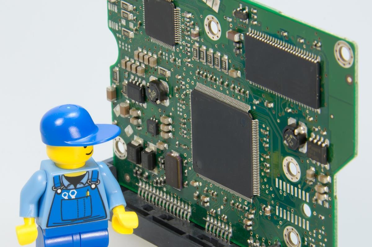 レゴの人間と基盤