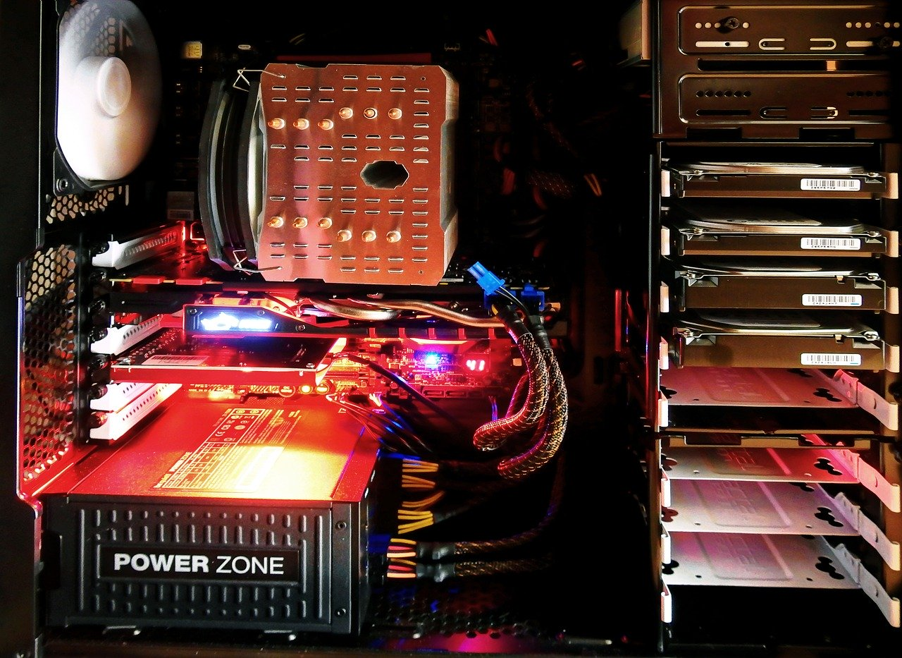 パソコンケースの内部